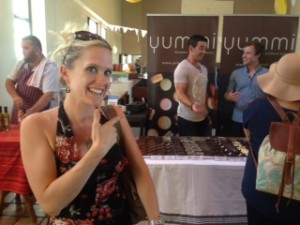 Emily Innes pointing at Yummi brownie at the Stellenbosch Slow Market, with Graeme Richards