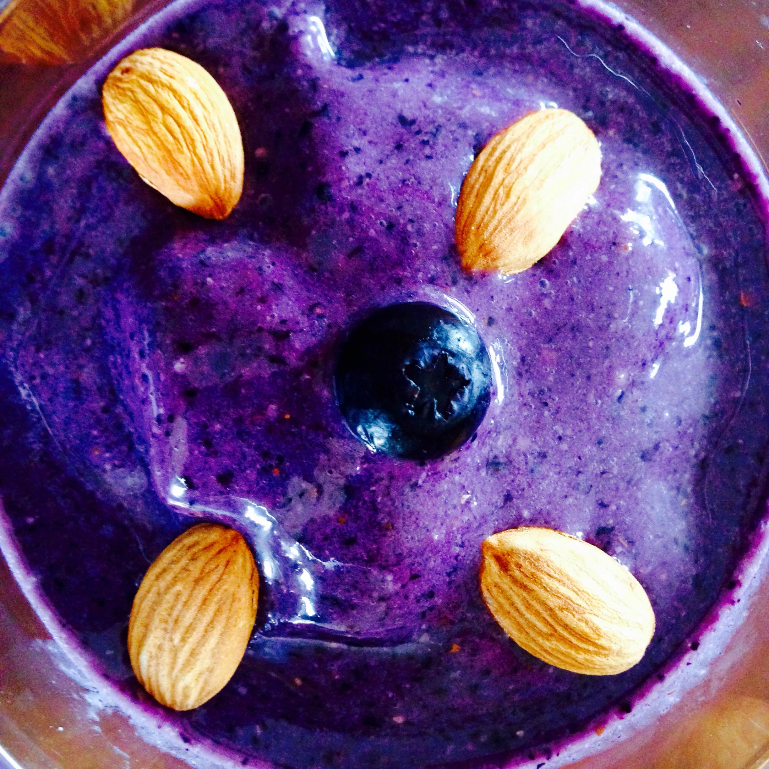 Blueberry and almond smoothie